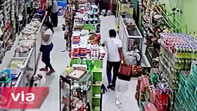 Graban a sujeto hurtando cerveza en minimarket en urbanización 9 de Abril