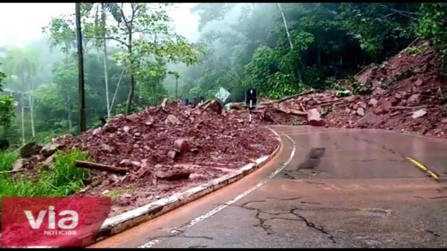 Fuerte lluvia provoca deslizamientos  e inundaciones en Yurimaguas