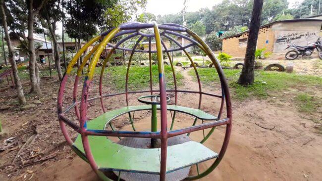 Solicitan mantenimiento de juegos y mayor seguridad en parque infantil de Victoria Baja
