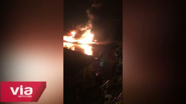 Embarcaciones fluviales se incendian en puerto Garcilazo de Yurimaguas