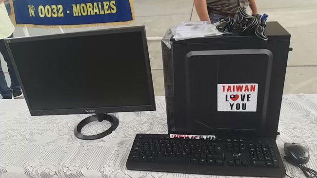 Entregan computadoras a institución educativa Nº 0032 en Morales
