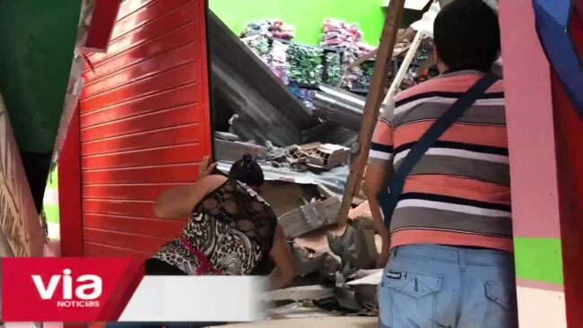 Saposoa: pared se desploma y aplasta parte de centro comercial