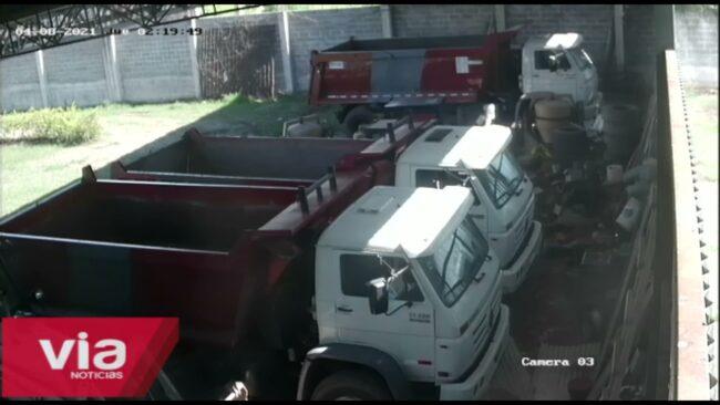 Tarapoto: graban a sujeto hurtando llantas y repuestos de camiones