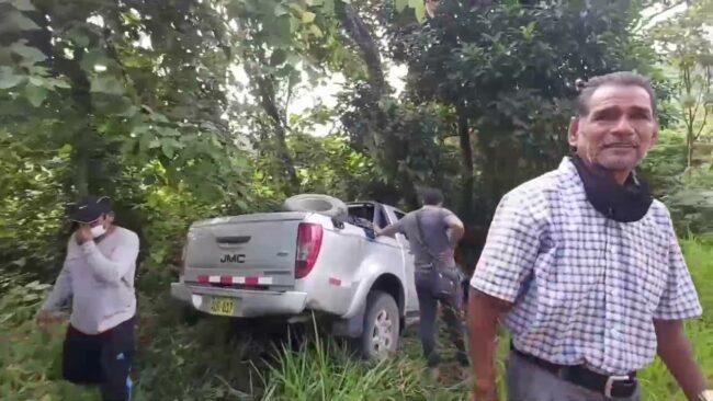 Tocache: árbol impidió que camioneta termine en el abismo tras despistarse
