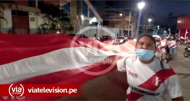 Simpatizantes de Fuerza Popular realizan marcha por la democracia