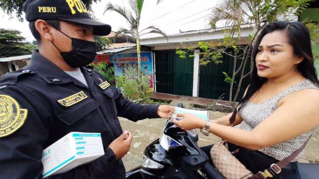 PNP realiza operativo de concientización y regala mascarillas