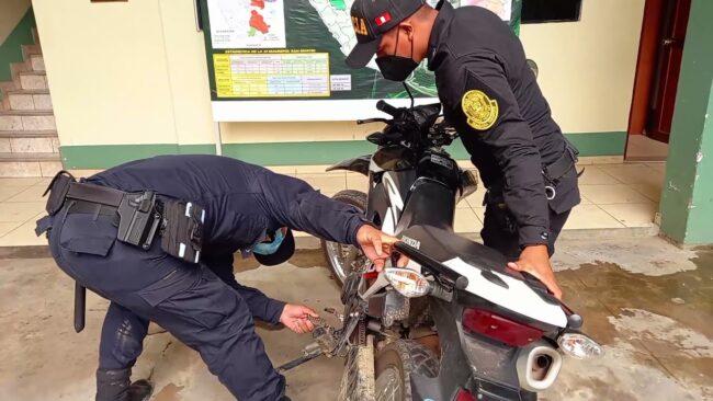 Policía detiene a presunto delincuente y recupera motocicleta hurtada