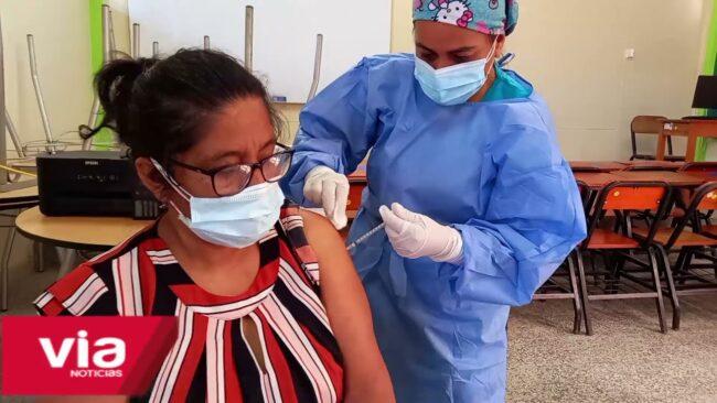 Continúa la vacunación para mayores de 30 años,  aún no se llega a la meta del 75% de inmunización