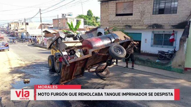 Moto furgón que remolcaba tanque imprimador se despista
