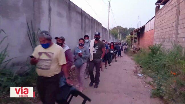 Pernoctaron en los exteriores de la UNSM esperando vacunarse contra el covid