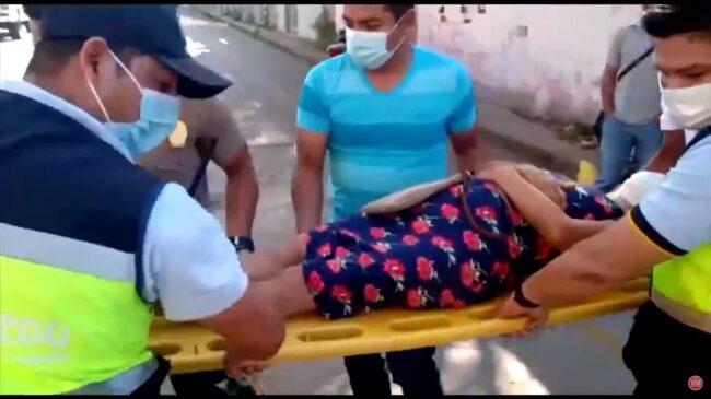 Adulta mayor resulta herida tras tropezarse en separador de la ciclovía