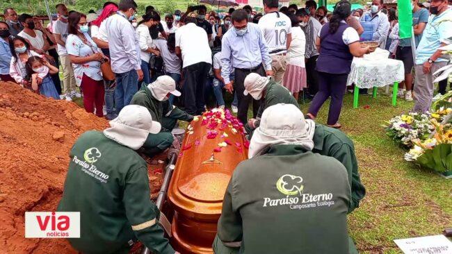 Sepultan a policía en retiro asesinado durante asalto y robo
